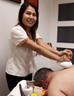 Ning giver massage